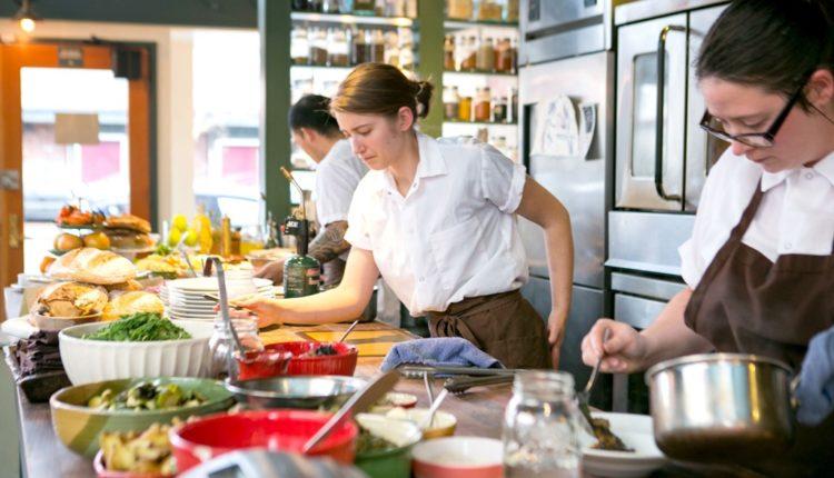 Η 'μάχη' του φιλοδωρήματος στο εστιατόριο