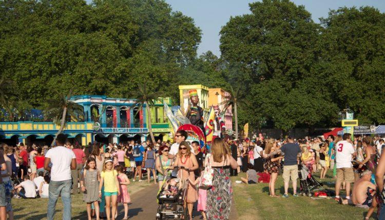 Ανέπαφες πληρωμές: απογειώνουν τα υπαίθρια φεστιβάλ