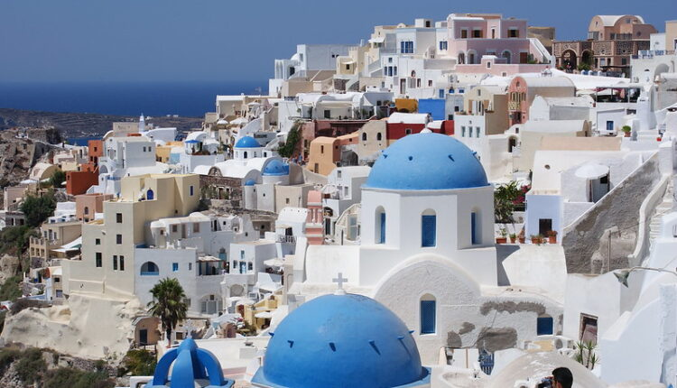 A' εξάμηνο 2020: Εικόνα 'καταστροφής' σε τουρισμό κι εστίαση